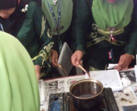 Aktiviti Mencanting dan Mewarna Batik